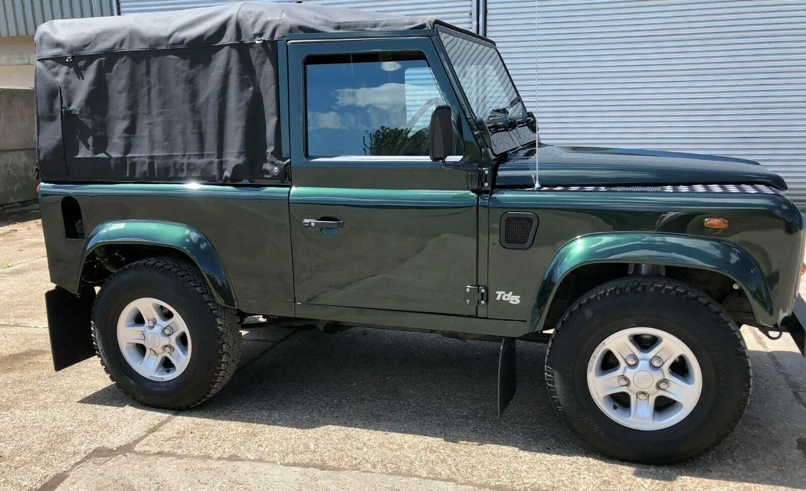 2000  Land Rover Defender 90 TD5 Soft Top For Sale (picture 2 of 6)