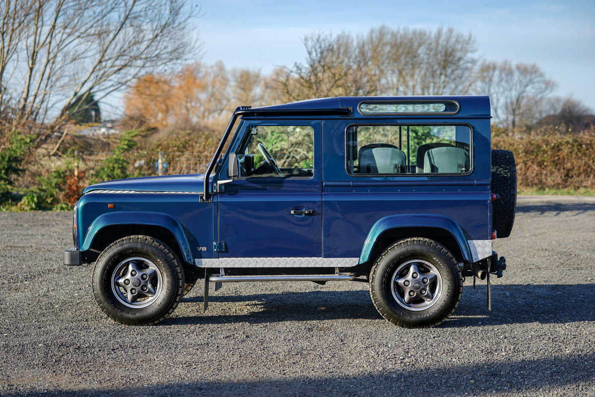 1999 Land Rover Defender 90 50th Anniversary Edition 4.0 V8 Autom SOLD (picture 4 of 6)