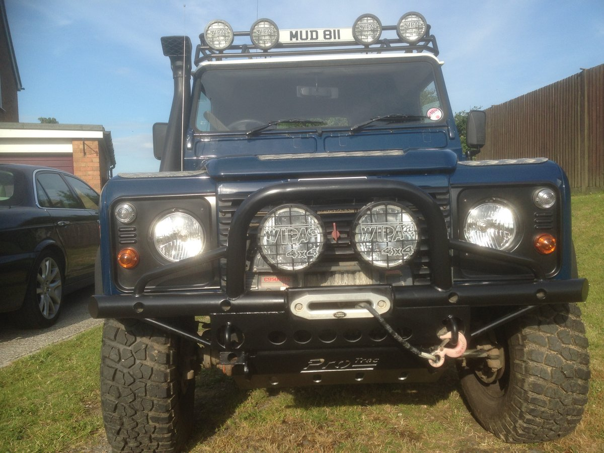 2001 Land Rover Defender 90 TD5 For Sale (picture 2 of 6)