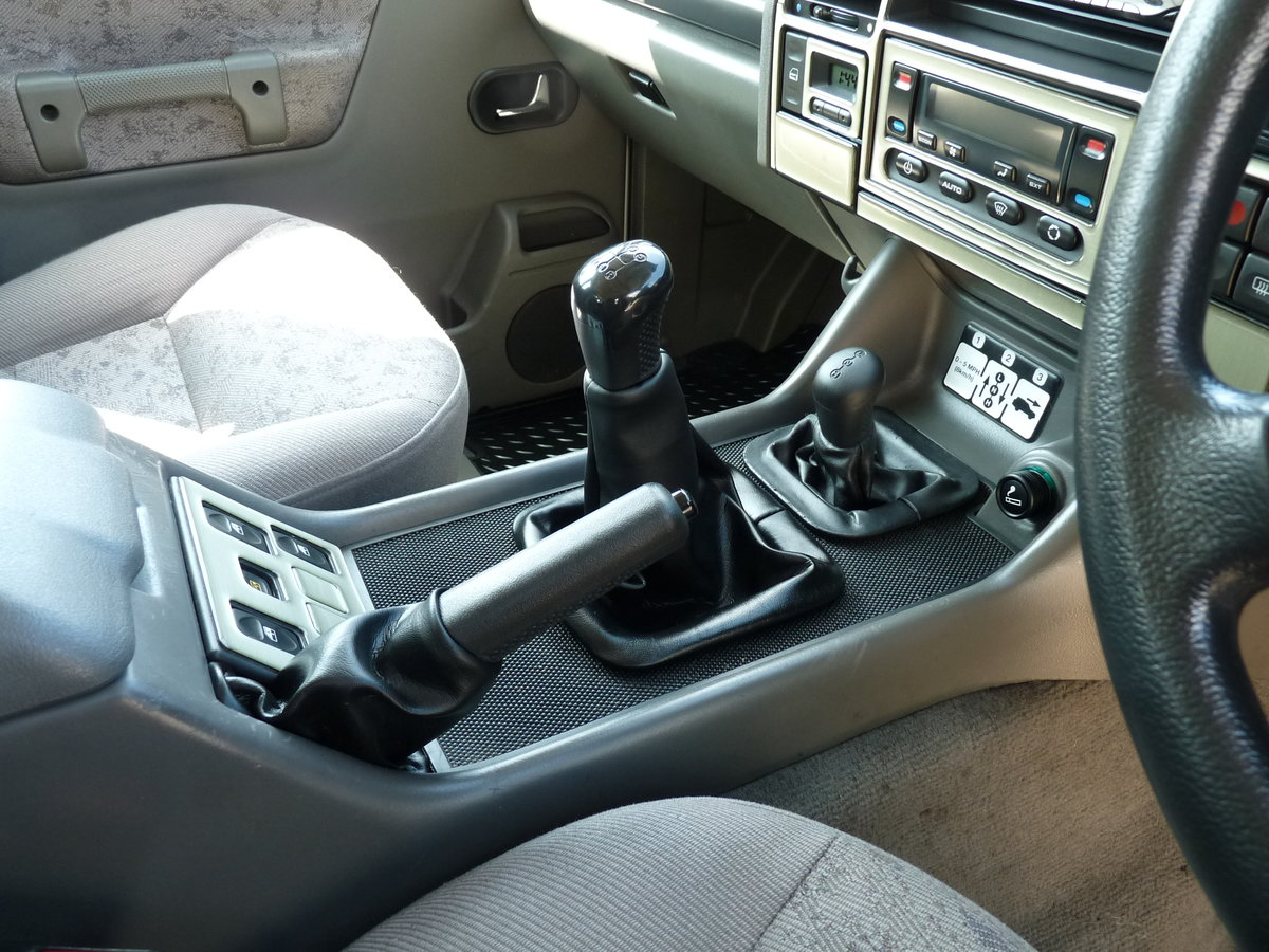 2003 Land Rover Discovery 2 4.0 V8i, three owners For Sale (picture 5 of 6)