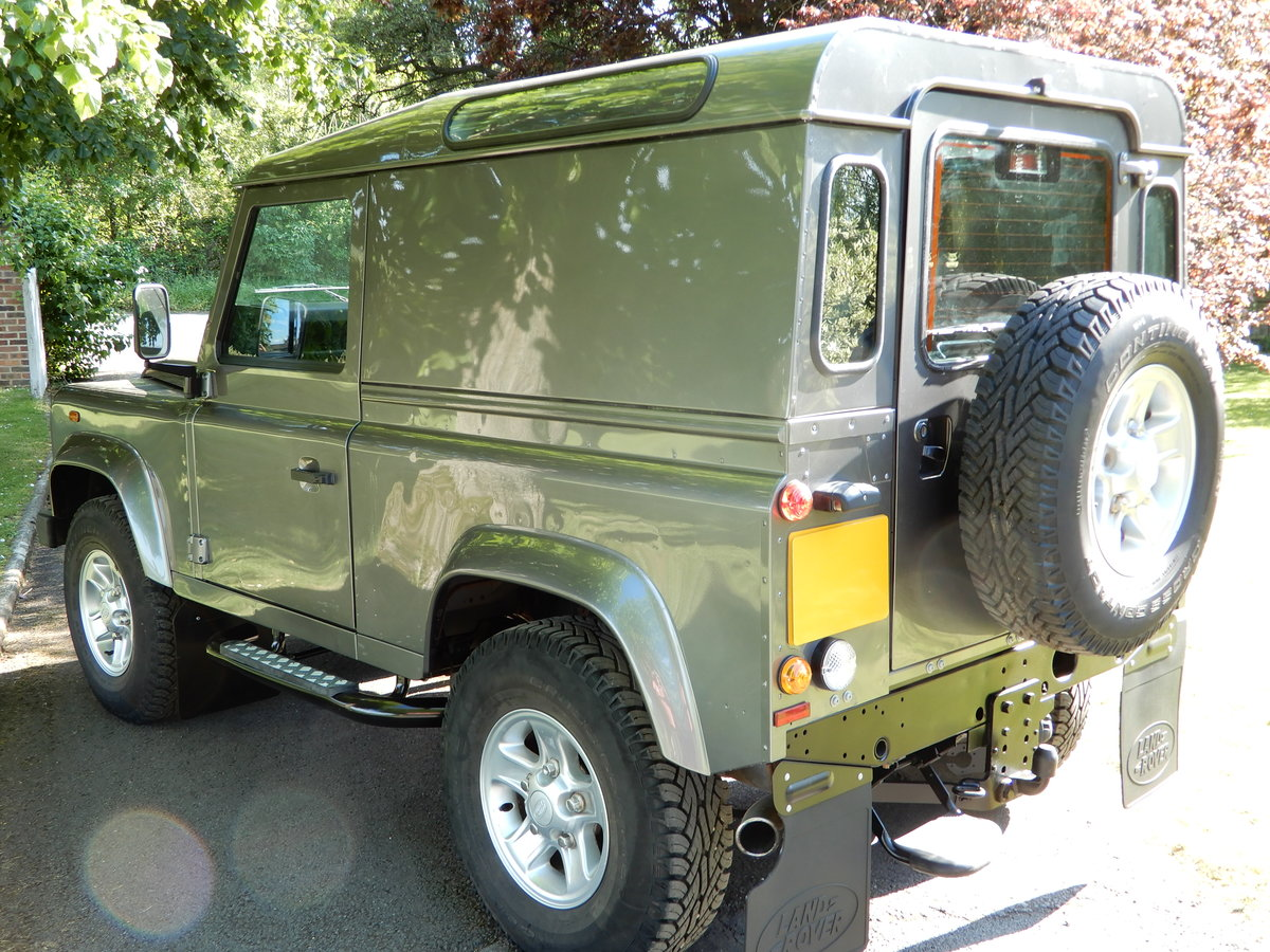 2011 2001 Land Rover Defender 90 County Hard Top For Sale (picture 3 of 5)