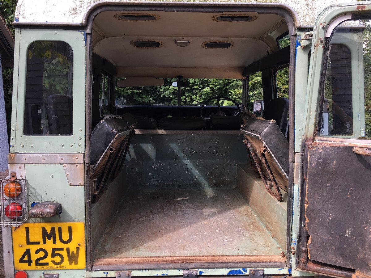 1981 Land Rover Series 3 Station Wagon with Safari Roof For Sale (picture 4 of 6)