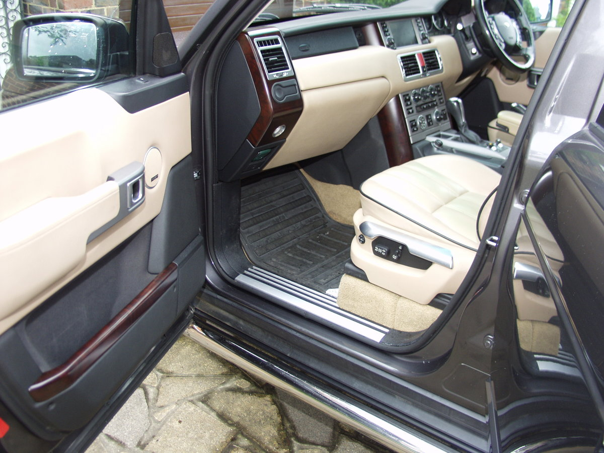 2005 Range Rover 'Full Fat' low mileage, awesome! SOLD (picture 3 of 6)