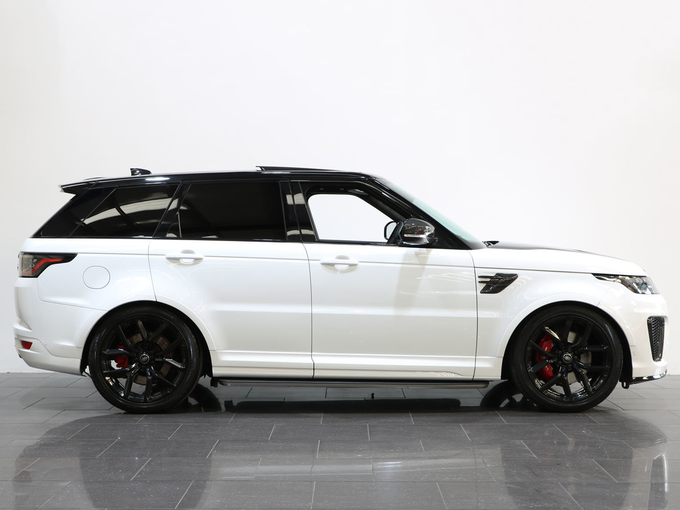 2018 18 18 RANGE ROVER 5.0 V8 SUPERCHARGED SVR AUTO For Sale (picture 2 of 6)