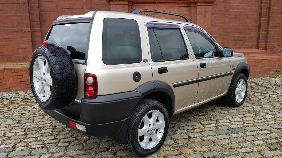2003 LAND ROVER FREELANDER 2.5 AUTOMATIC HSE * ONLY 9000 MILES * For Sale (picture 2 of 6)