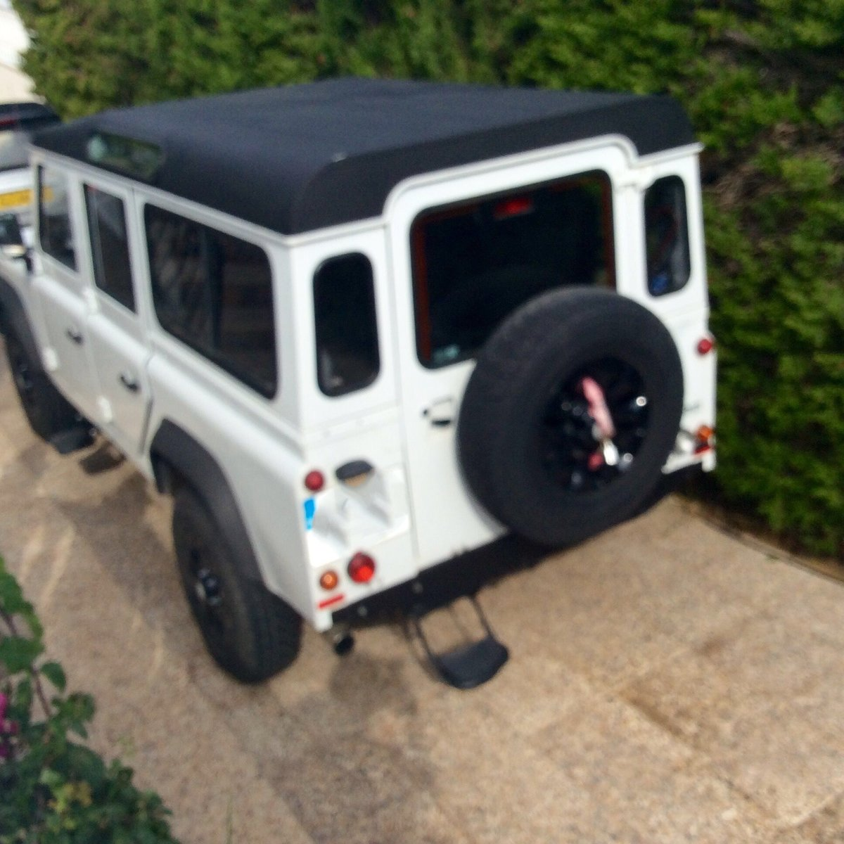 2011 Land Rover defender 110 LHD For Sale (picture 3 of 6)