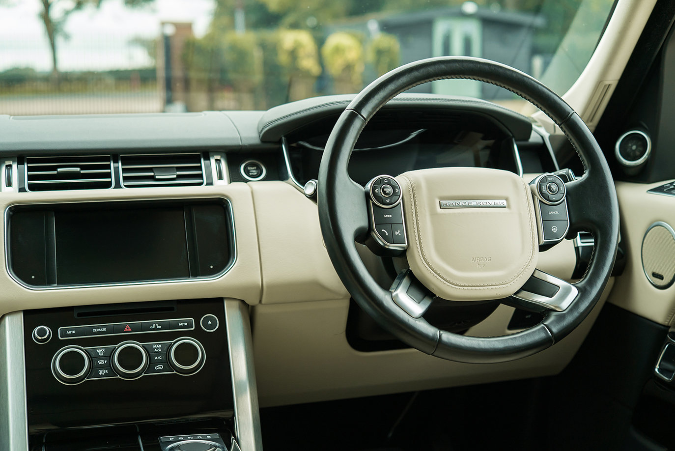 2016 Range Rover 3.0 TD Vogue SE Auto For Sale (picture 4 of 6)