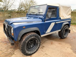 2003/53 Defender 90 TD5 pickup with tilt+long MOT