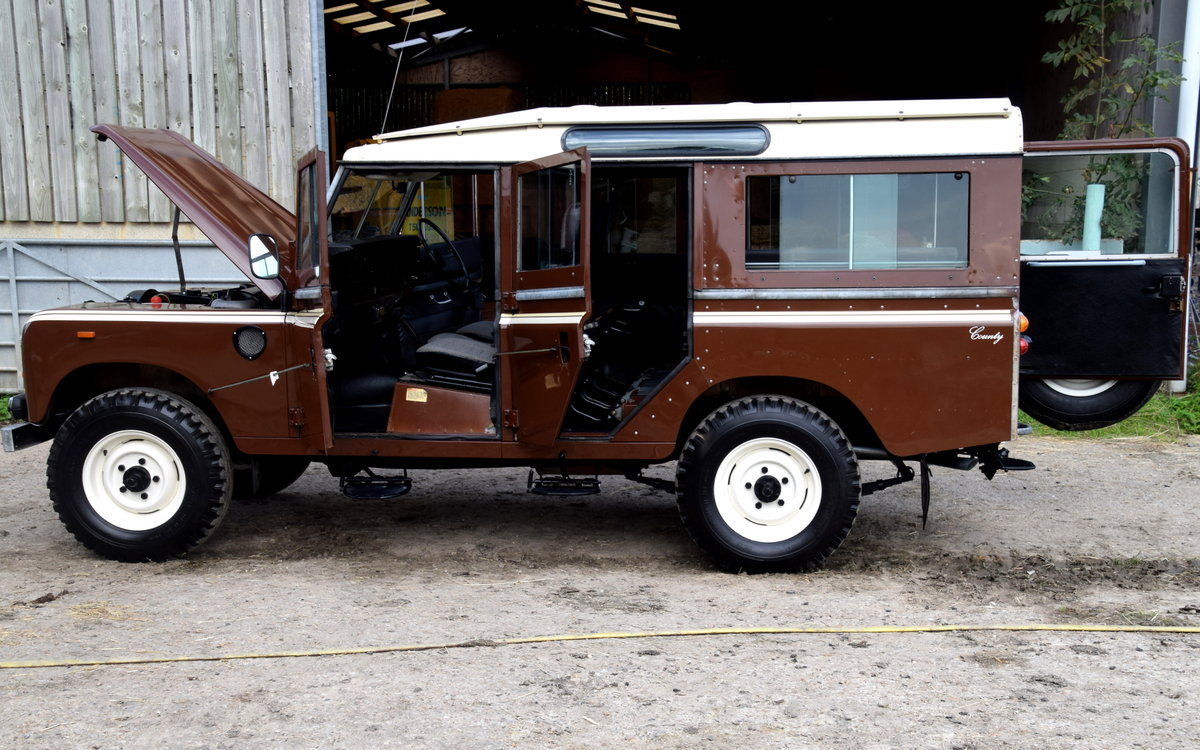 1983 Land Rover SERIES III STAGE 1 V8 12 SEAT COUNTY SW For Sale (picture 3 of 6)