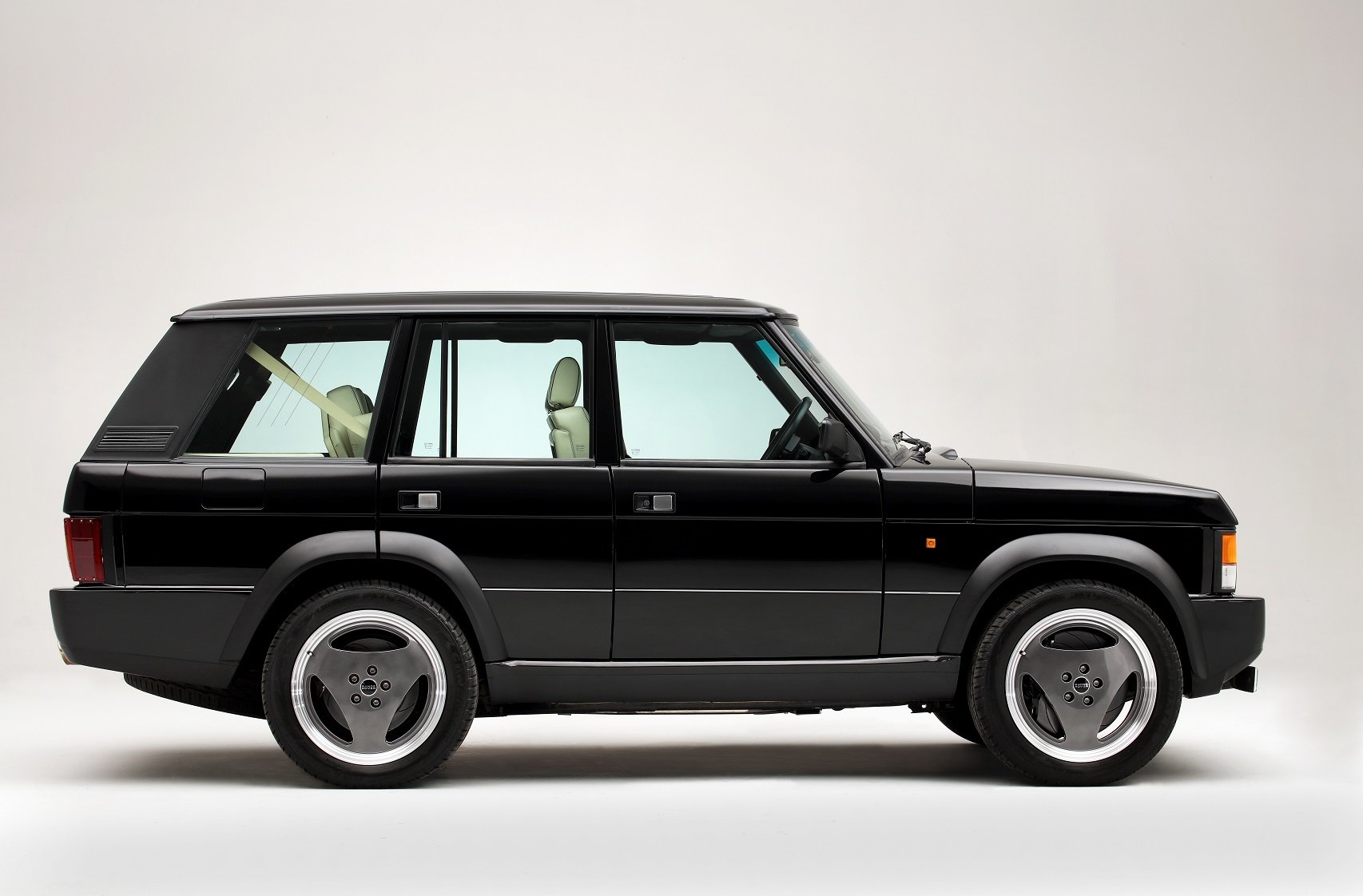 2004 Range Rover Chieftain, re-engineered Supercar For Sale (picture 2 of 6)
