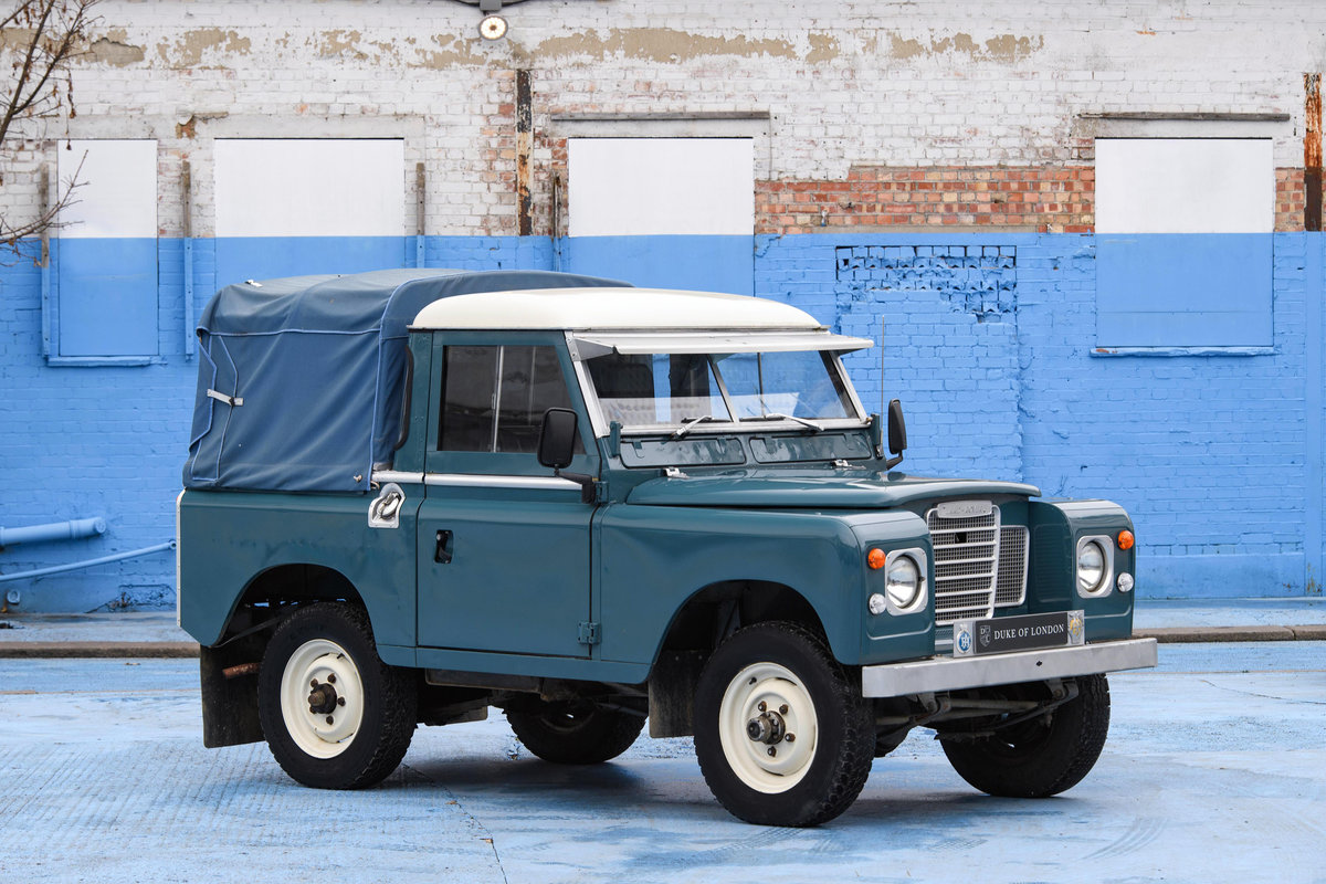 1983 Land Rover Defender Series 3 Pickup For Sale (picture 1 of 12)