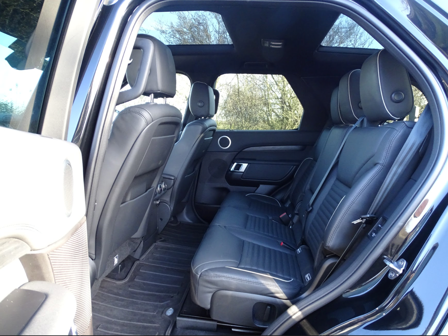 2017 Land Rover  DISCOVERY  3.0 SDV6 HSE 7 SEATER AUTO  41,948 For Sale (picture 10 of 13)