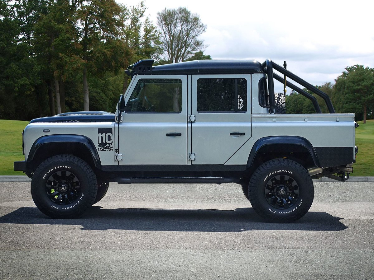 2010 Land Rover  DEFENDER 110  2.4 TDI COUNTY DOUBLE CAB PICK UP  For Sale (picture 2 of 24)