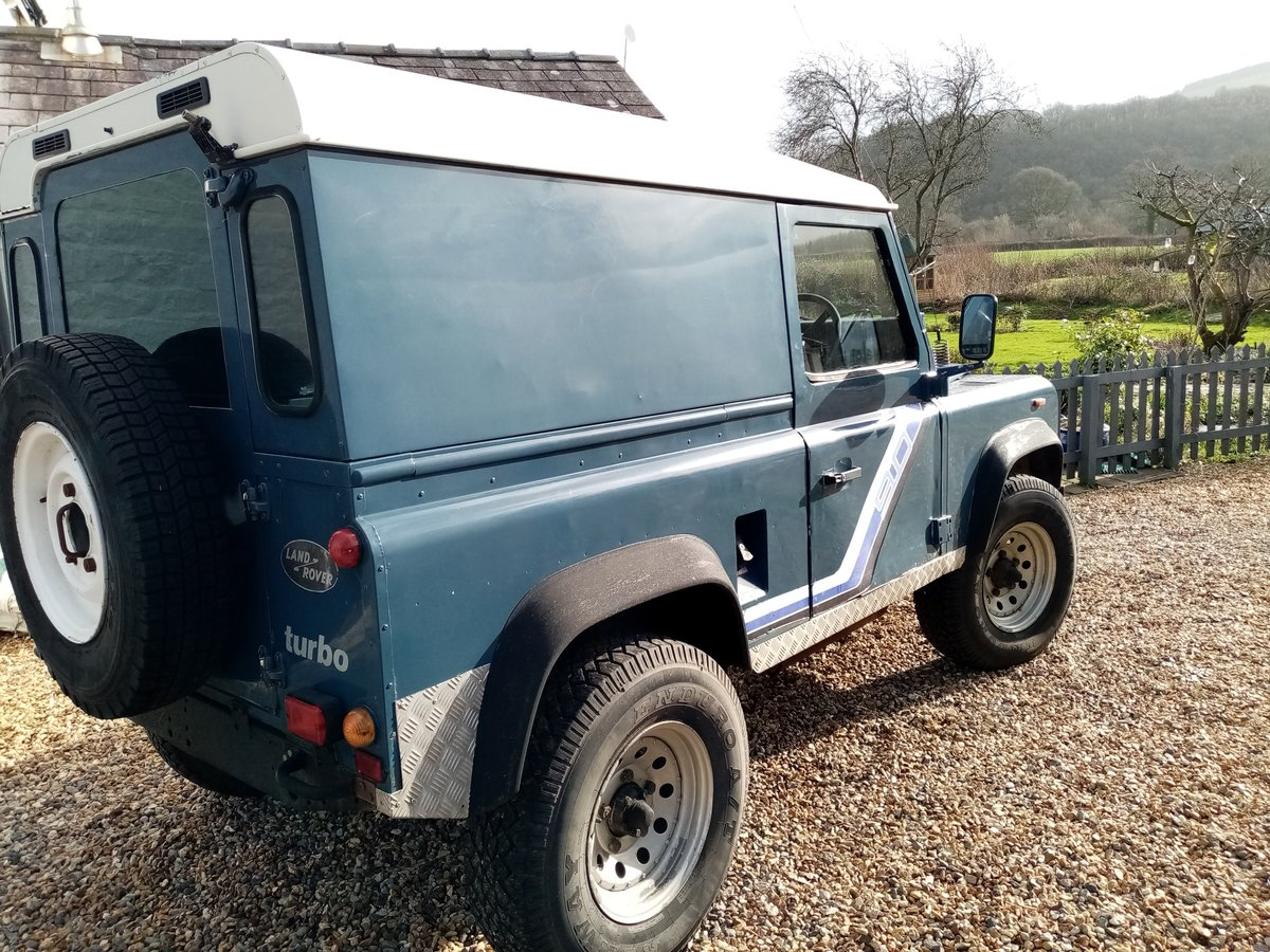 1990 Land Rover Defender AUTHENTIC EXTERIOR. NEW ENGINE For Sale (picture 1 of 6)