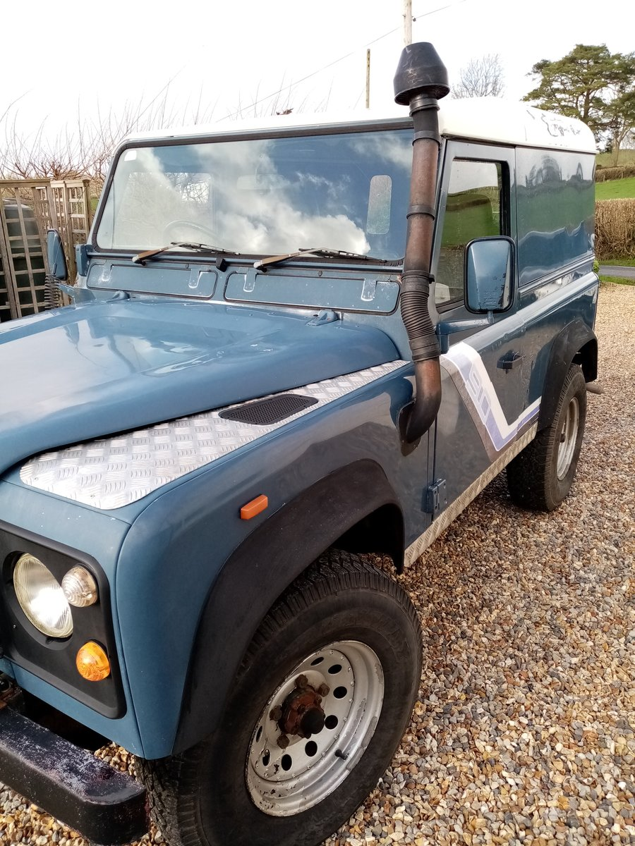1990 Land Rover Defender AUTHENTIC EXTERIOR. NEW ENGINE For Sale (picture 2 of 6)