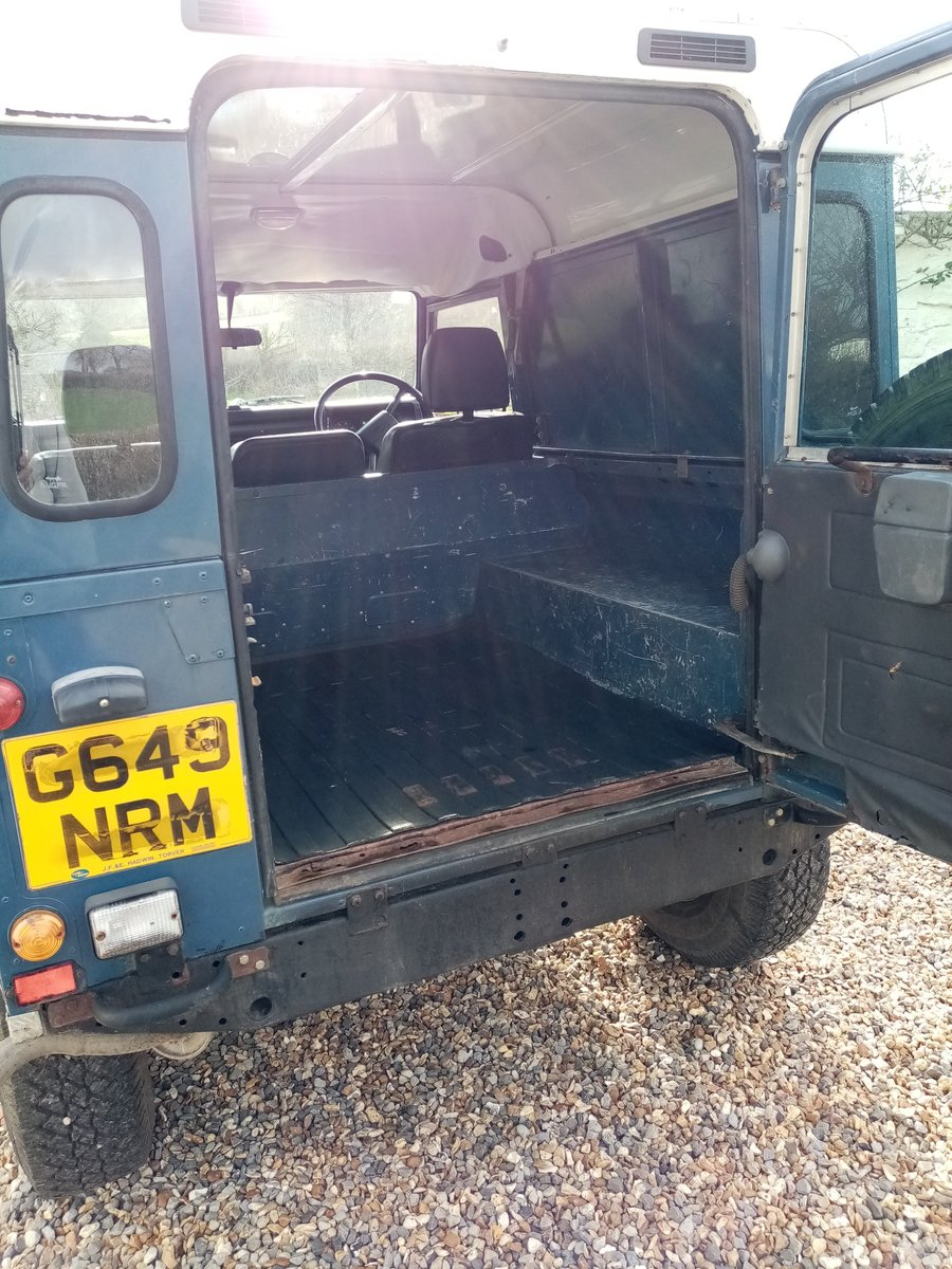 1990 Land Rover Defender AUTHENTIC EXTERIOR. NEW ENGINE For Sale (picture 5 of 6)