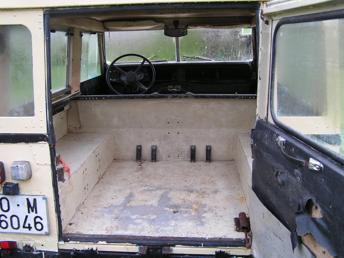 1977 Lhd land rover santana diesel series 3 88 inch swb For Sale (picture 2 of 6)