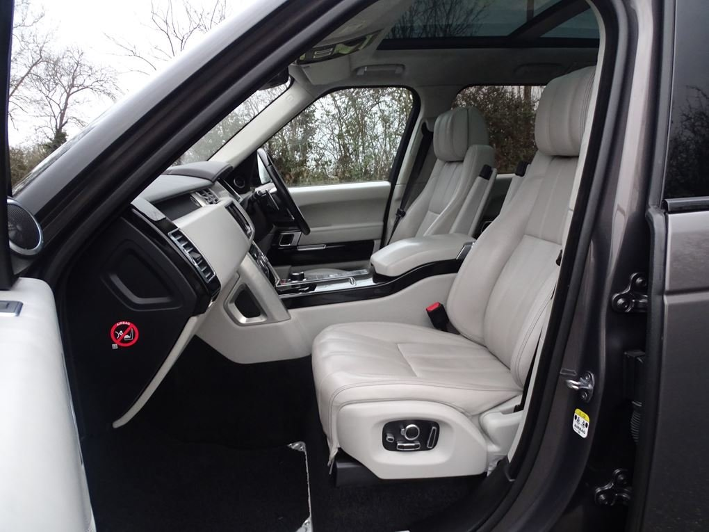 2015 Land Rover  RANGE ROVER  4.4 SDV8 AUTOBIOGRAPHY AUTO  34,948 For Sale (picture 3 of 24)