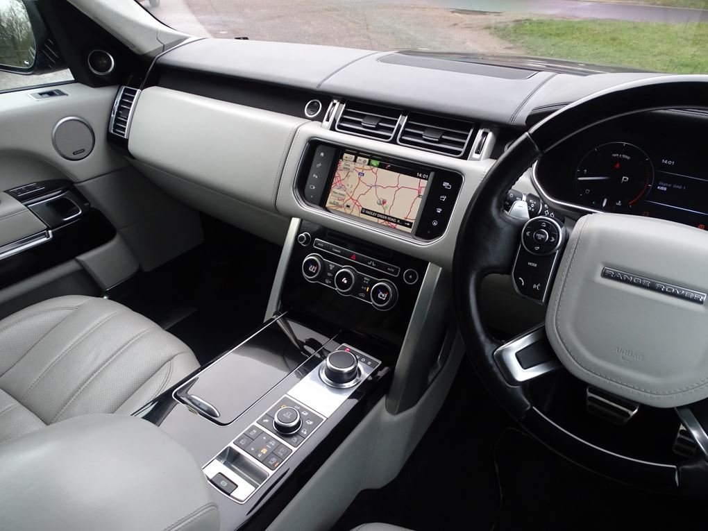 2015 Land Rover  RANGE ROVER  4.4 SDV8 AUTOBIOGRAPHY AUTO  34,948 For Sale (picture 6 of 24)