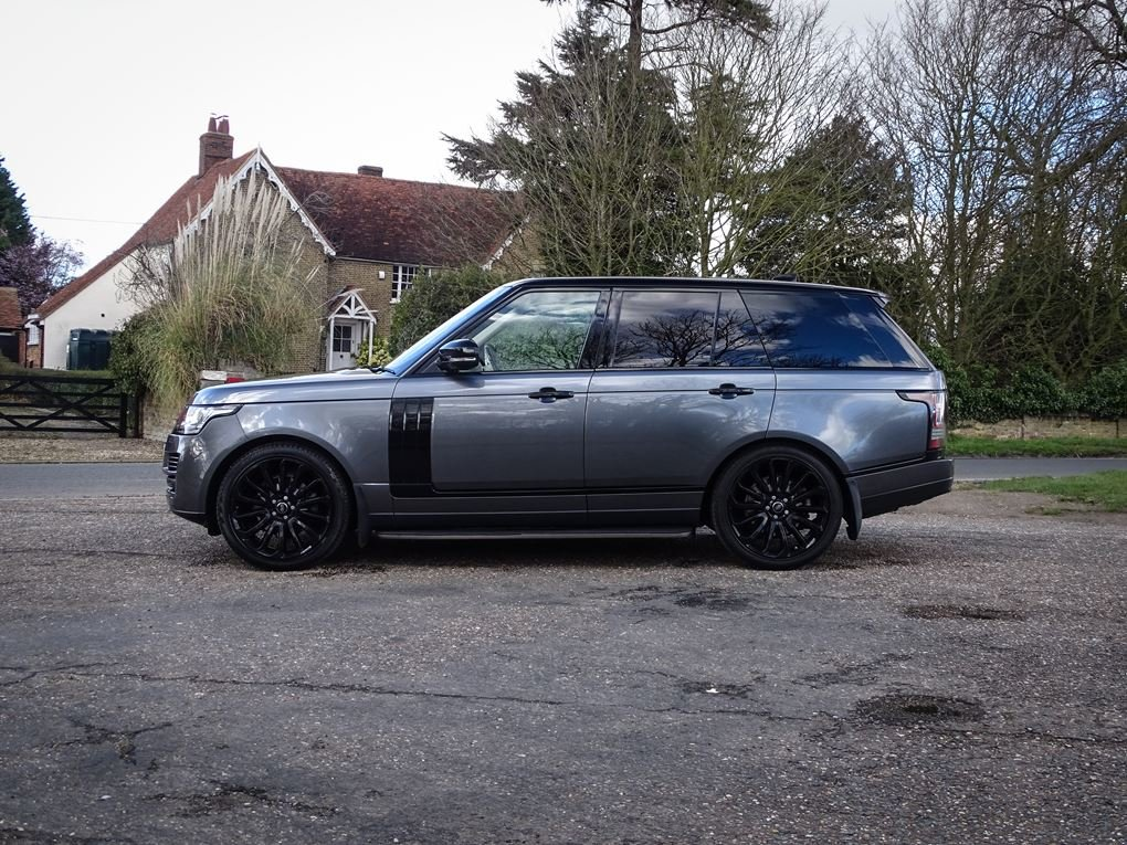 Land Rover  RANGE ROVER  3.0 TDV6 VOGUE 2017 MODEL 8 SPEED A For Sale (picture 2 of 24)