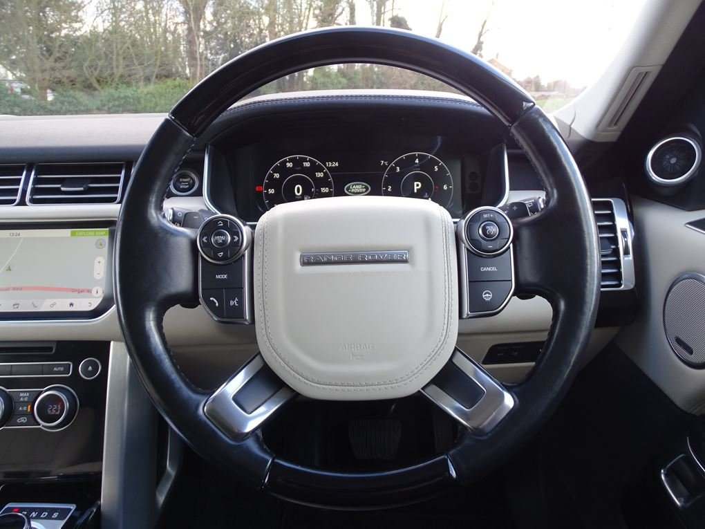 Land Rover  RANGE ROVER  3.0 TDV6 VOGUE 2017 MODEL 8 SPEED A For Sale (picture 7 of 24)