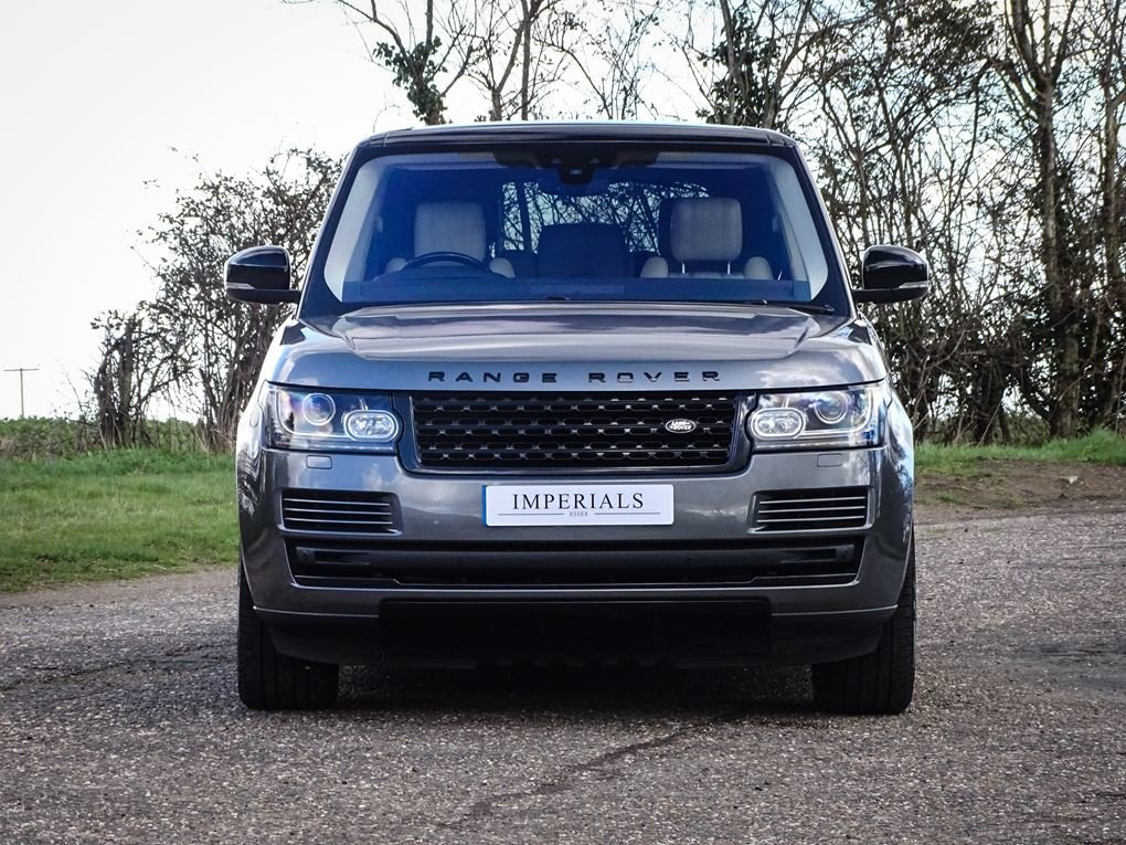 Land Rover  RANGE ROVER  3.0 TDV6 VOGUE 2017 MODEL 8 SPEED A For Sale (picture 9 of 24)