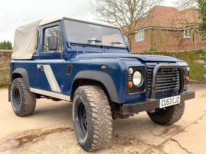2003/53 Defender 90 TD5 pickup with tilt+smart example
