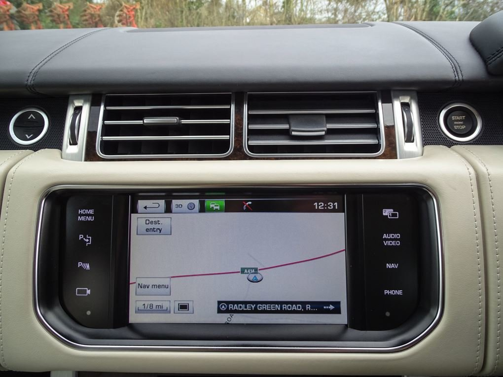 2014 Land Rover  RANGE ROVER  4.4 SDV8 AUTOBIOGRAPHY 8 SPEED AUTO For Sale (picture 18 of 24)