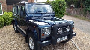 Immaculate 9 seat Defender 110 in Baltic Blue