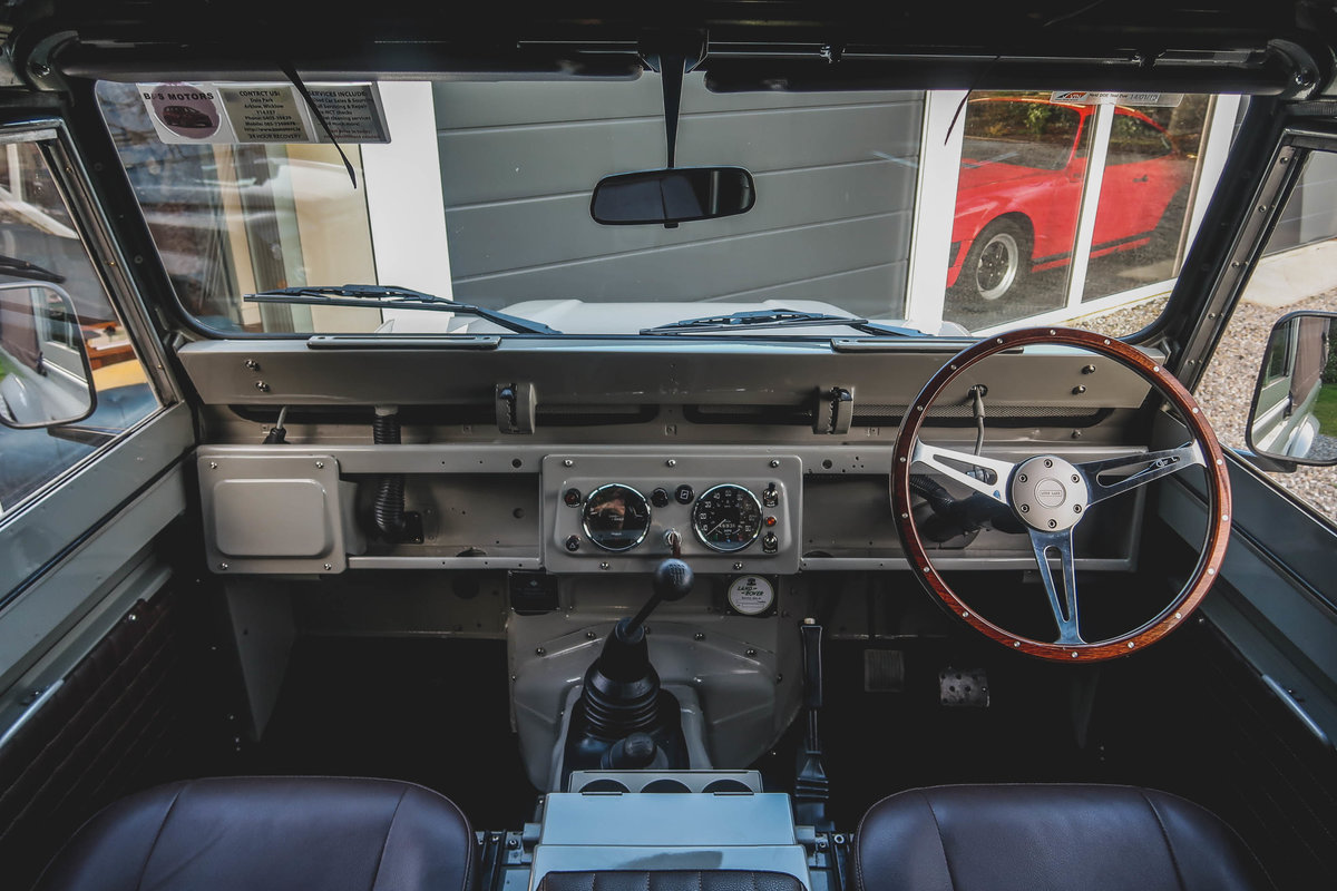 1984 Exceptional Bespoke Land Rover Defender SOLD (picture 4 of 6)