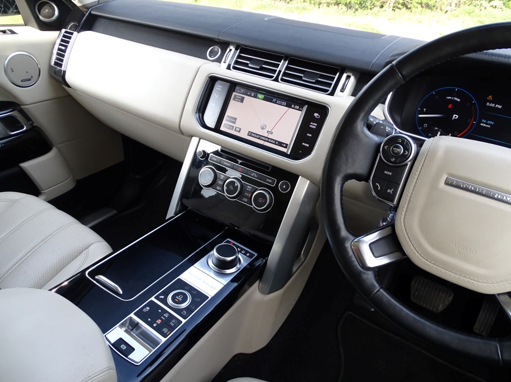 2013 Land Rover  RANGE ROVER  TDV6 VOGUE 3.0 8 SPEED AUTO  24,948 For Sale (picture 17 of 24)