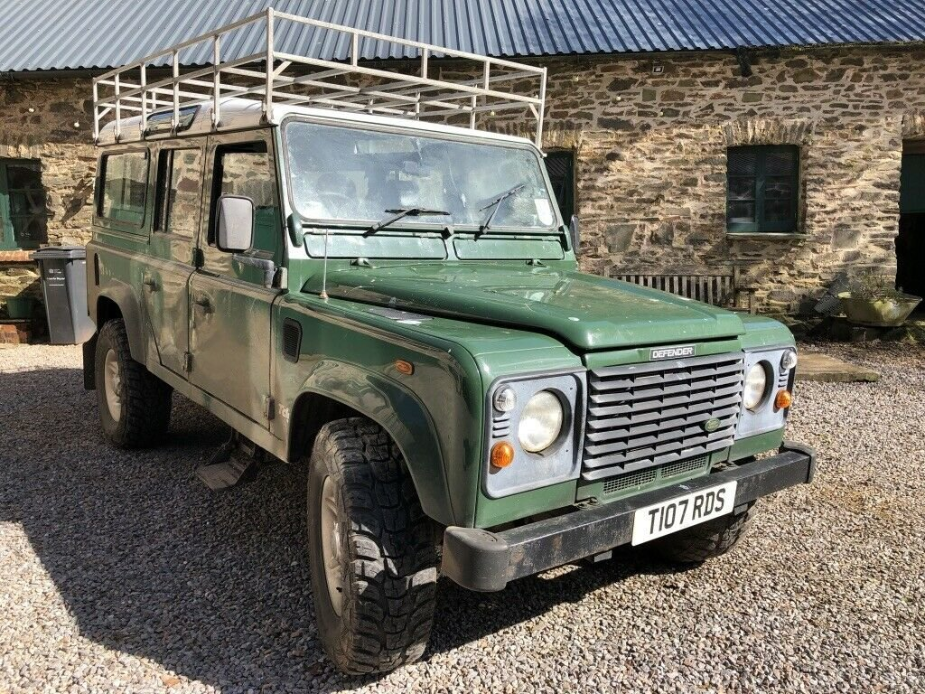 1999 Land Rover Defender 110 TD5 12 seater S/W For Sale (picture 1 of 6)