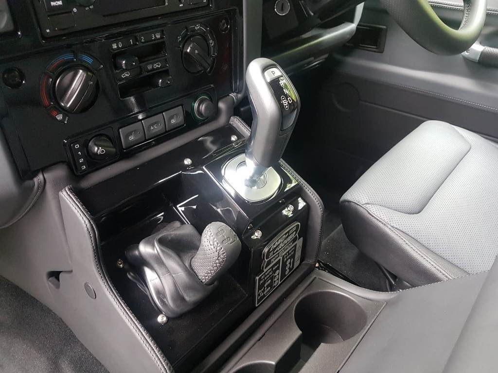 2015 LAND ROVER DEFENDER WORKS V8 70TH EDITION For Sale (picture 3 of 6)