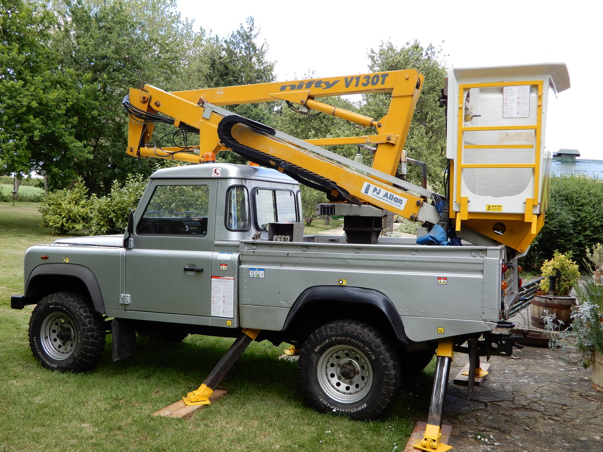 2005 Land Rover Defender 110 Cherry Picker SOLD (picture 4 of 6)