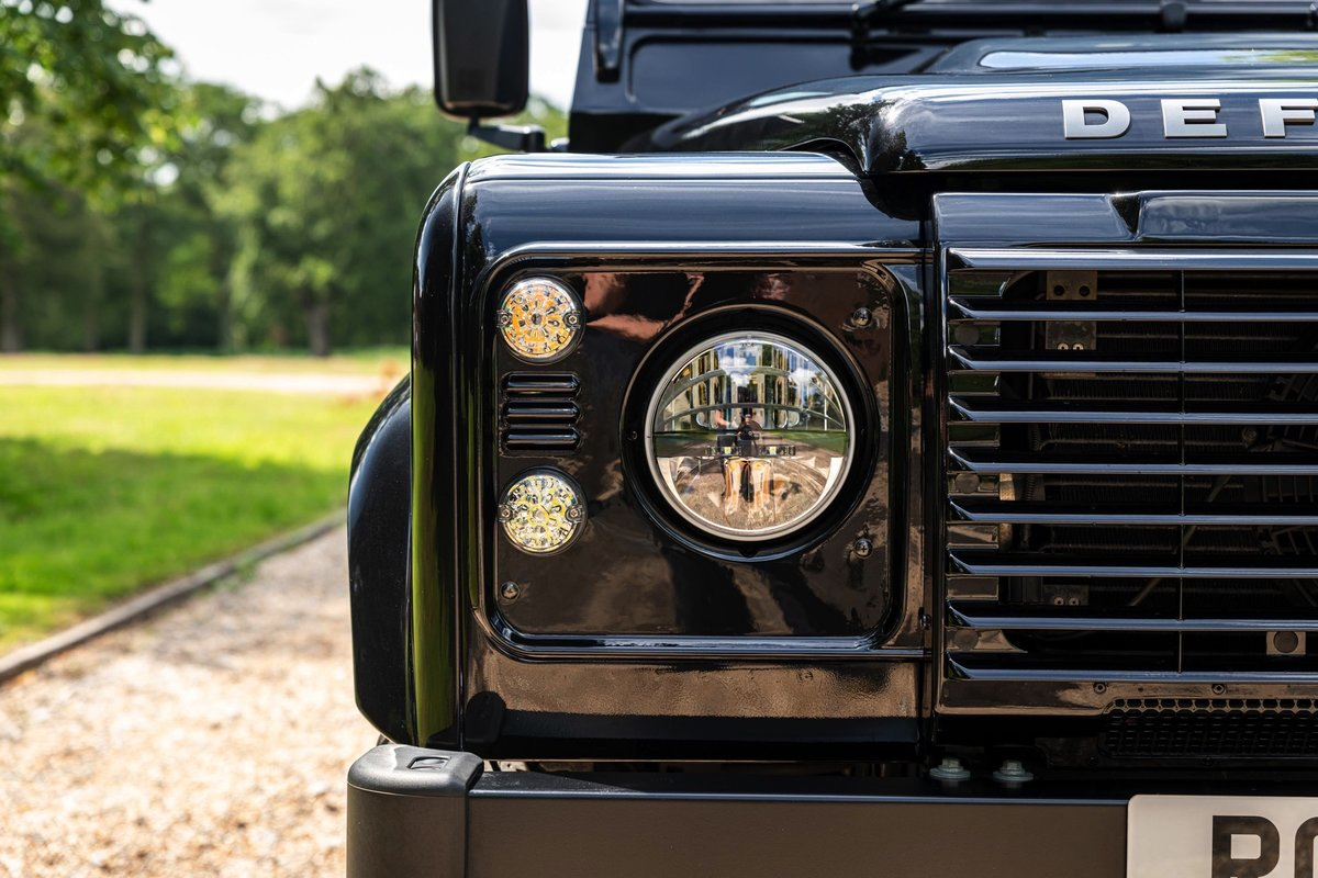 2016 (65) Land Rover Defender XS 90 For Sale (picture 4 of 6)