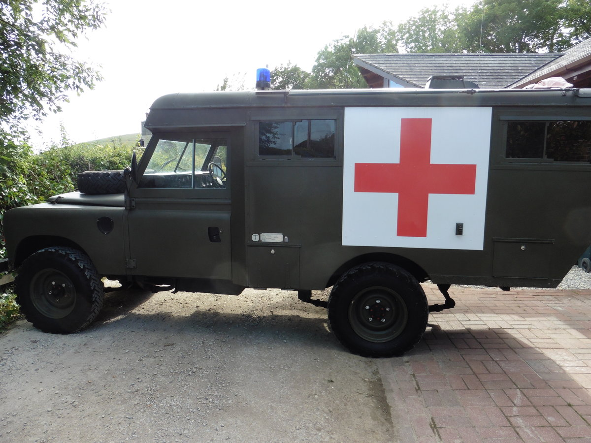 1981 Landrover series3 109 Ambulance SOLD (picture 3 of 6)