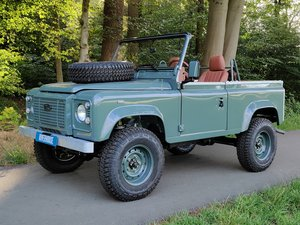 Land Rover Defender 90 LHD Soft Top rebuild HERITAGE