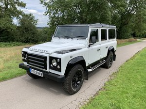 Land Rover Defender XS Station Wagon White/Black