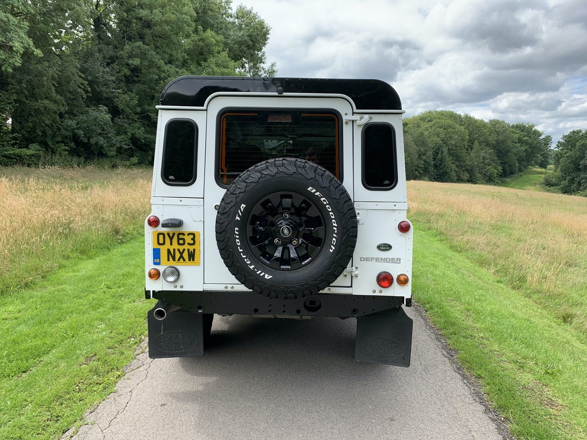2013 Land Rover Defender XS Station Wagon White/Black For Sale (picture 6 of 6)