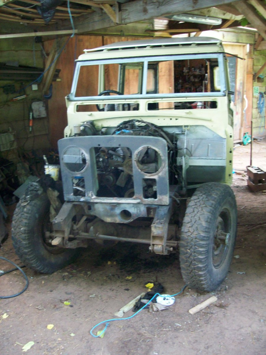1971 Land Rover 2a 109 LWB 12 seater Safari For Sale (picture 3 of 3)