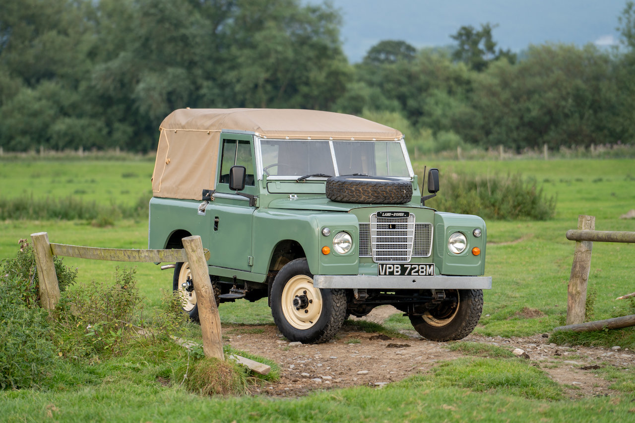 "Land Rover Series 3 88"" 1974 Pastel Green Softop Refurbished SOLD (picture 2 of 6)"