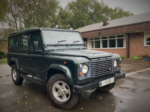 DEFENDER 110 COUNTY STATION WAGON Td5 9 SEATER