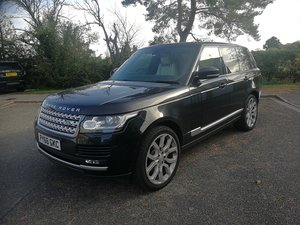 Range Rover Vogue 4.4DSV8 Black with Ivory