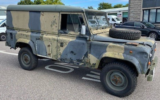1995 Ex Military LAND ROVER Defender 110 For Sale (picture 4 of 6)
