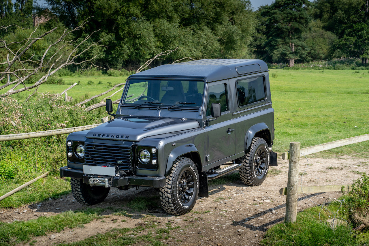 2014 Land Rover Defender 90 TDCI XS Station Wagon 1 Owner 20,000  SOLD (picture 1 of 6)