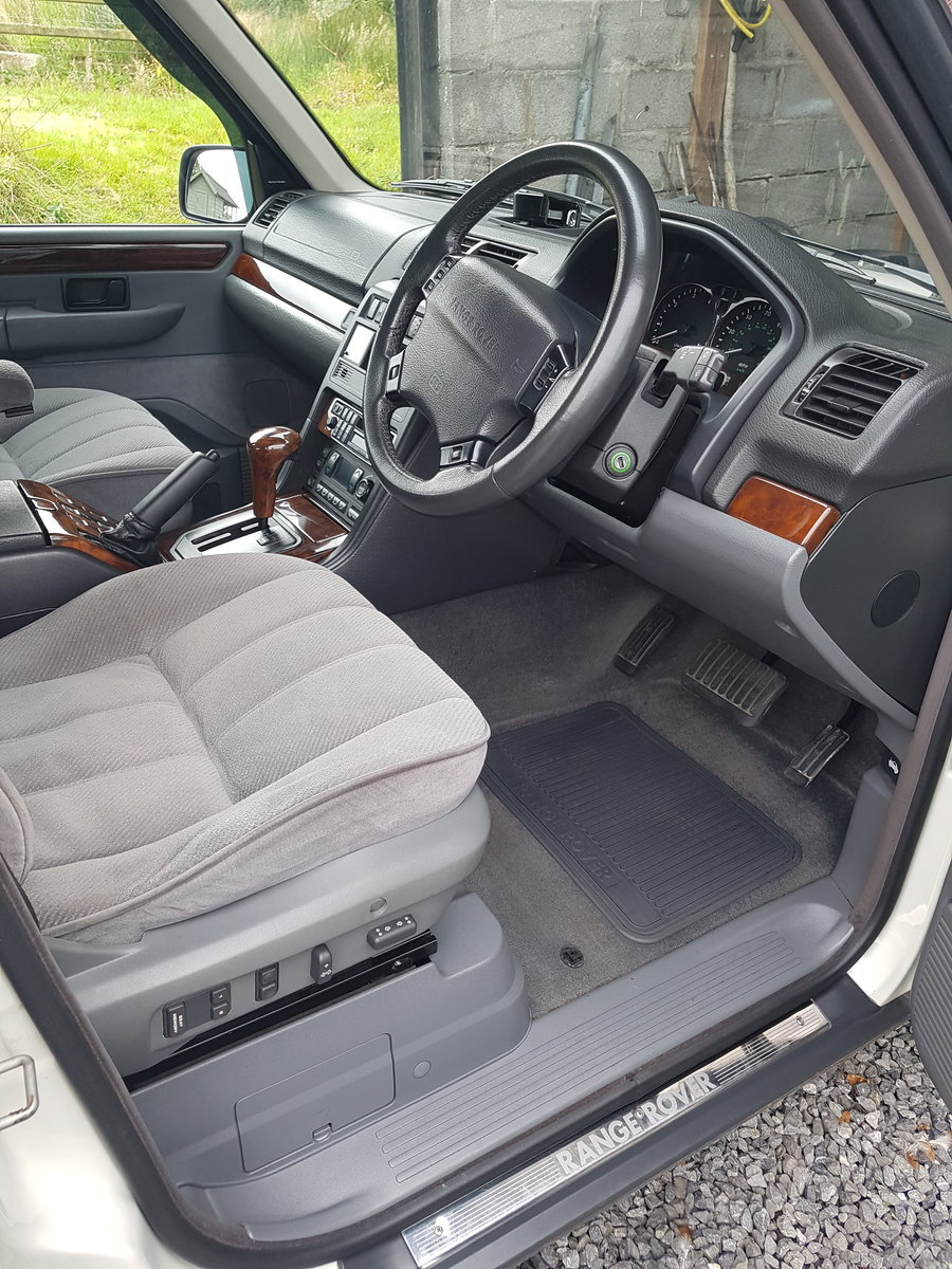 1997 Range rover 4.6 hse in white with gray cloth For Sale (picture 3 of 6)