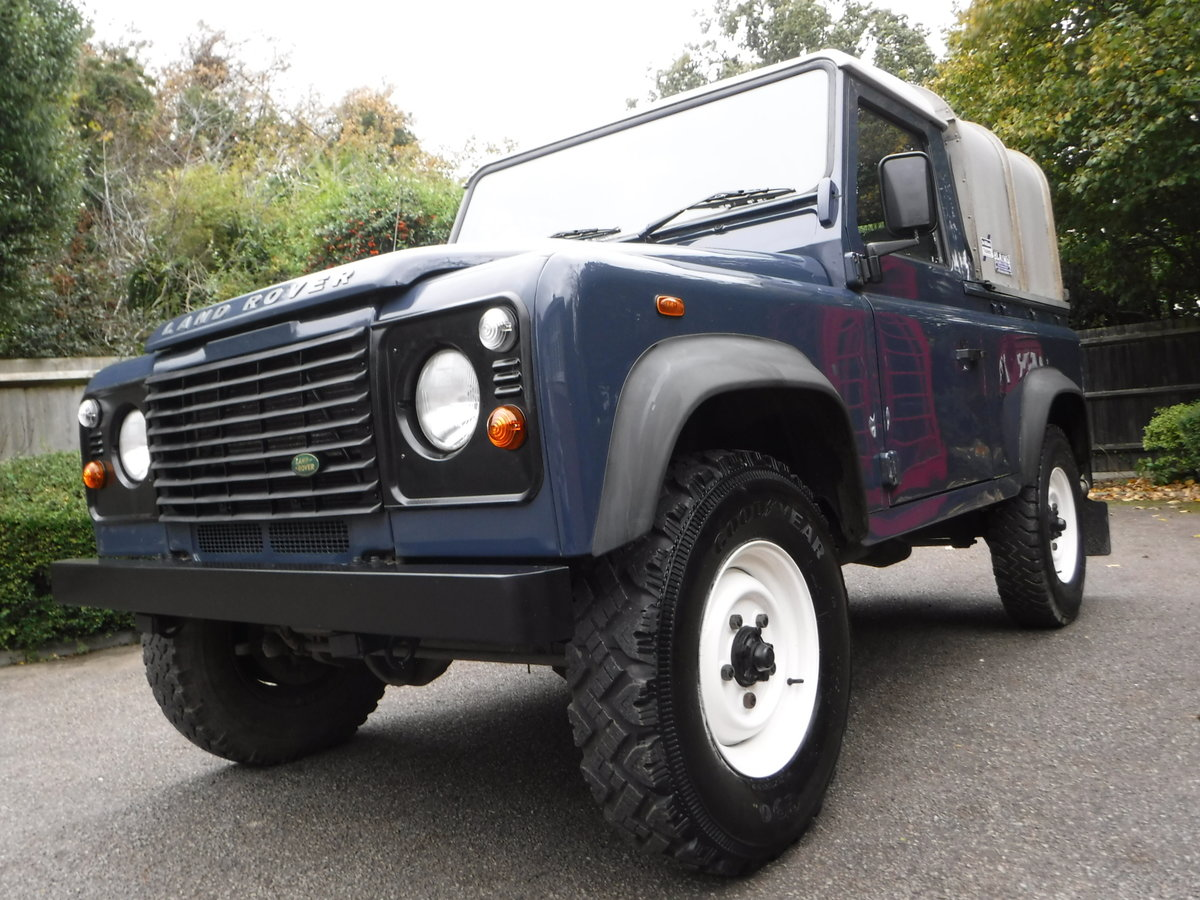 2009 Land Rover Defender 90, TDI Pickup For Sale (picture 3 of 6)
