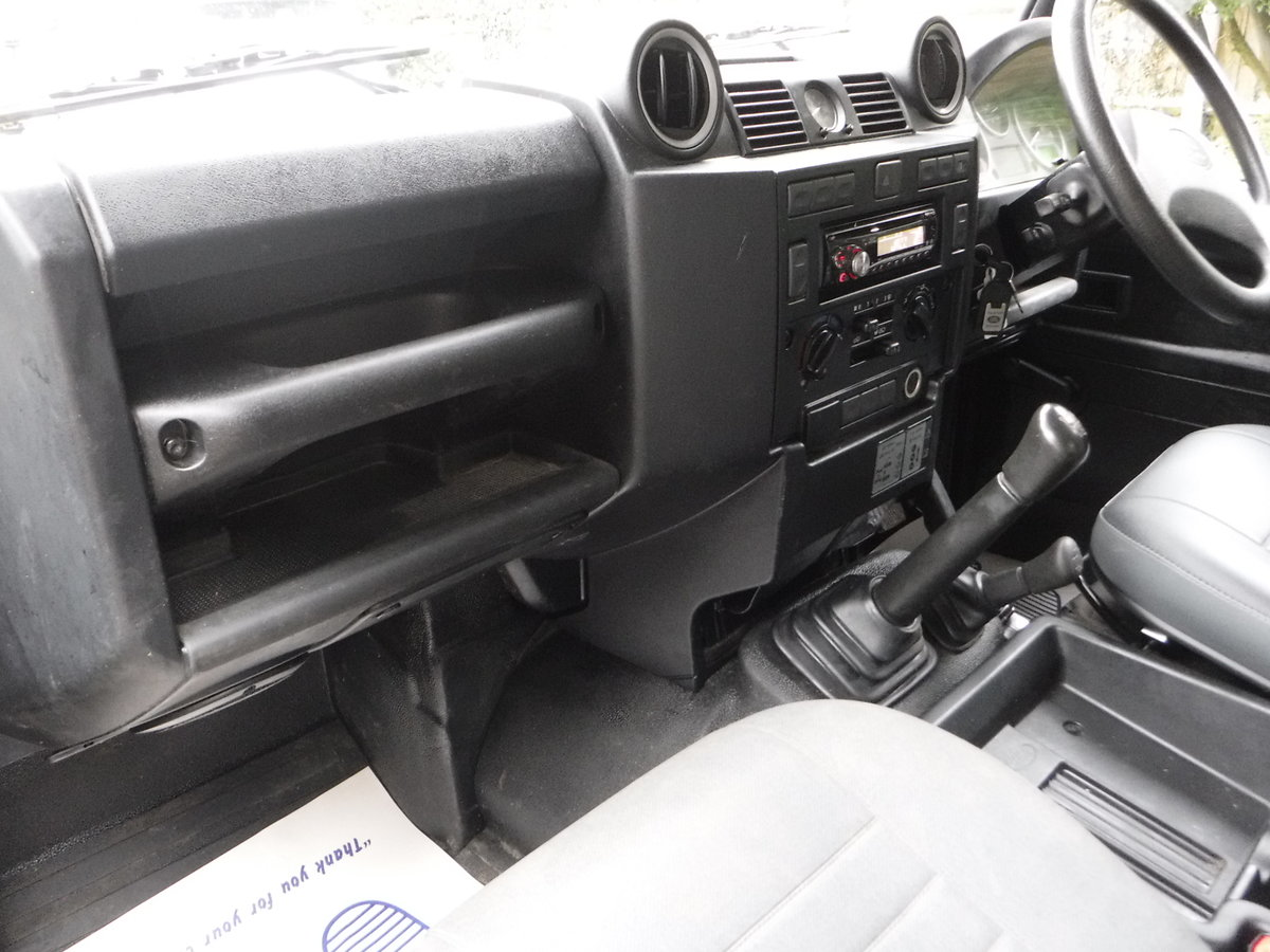 2009 Land Rover Defender 90, TDI Pickup For Sale (picture 5 of 6)