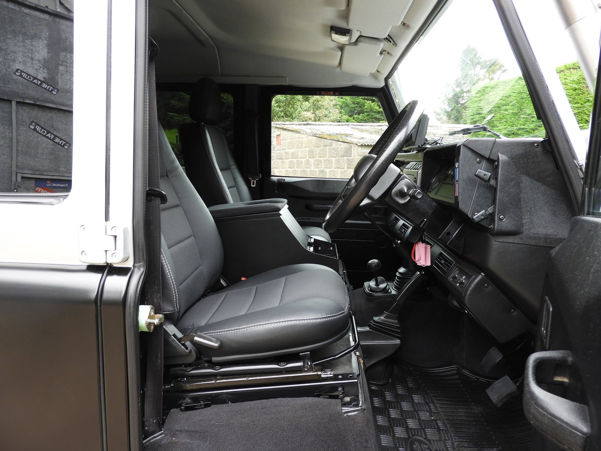 2004 LAND ROVER DEFENDER 110 2.5 TD5 XS DBL CAB EXPEDITION For Sale (picture 10 of 12)
