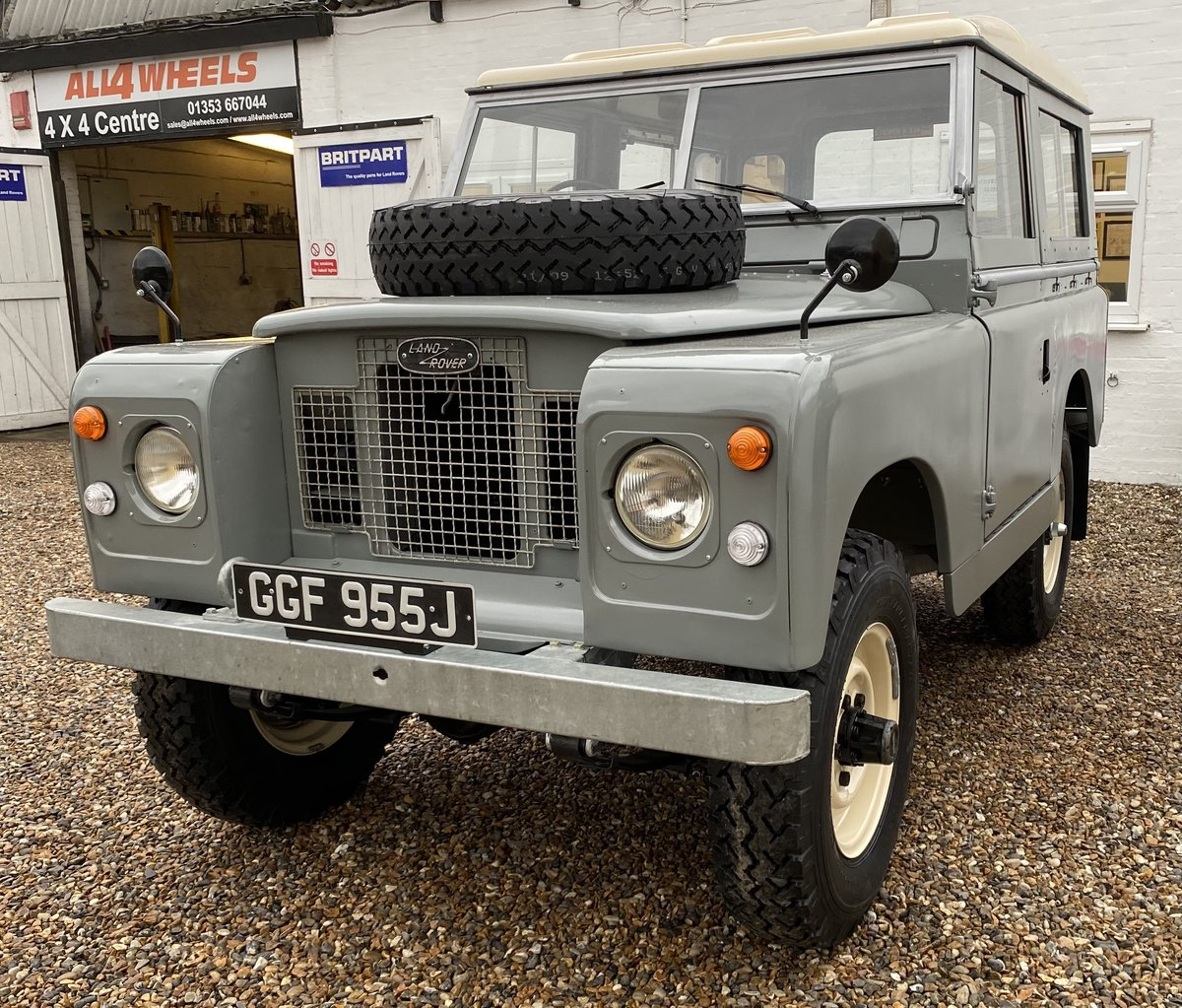 """1971 Land Rover Series 2a SWB 88"""" SOLD (picture 2 of 12)"""